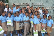 Jeremy Newberger con estudiantes